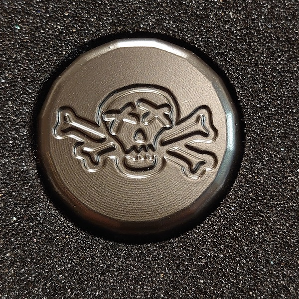 Bettinardi Poison Skull & Bones Blackout Bottle Cap - Ball marker
